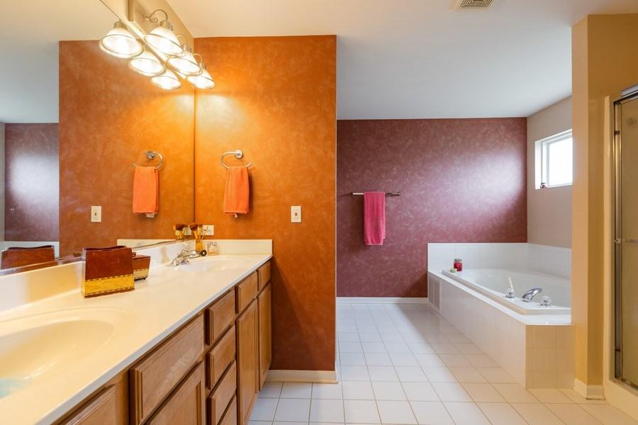 Real Estate Photography - 1500 Gander Ct, Crystal Lake, IL, 60014 - Master Bathroom