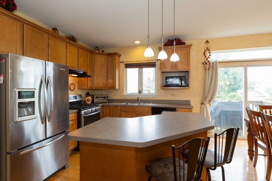 Real Estate Photography - 1500 Gander Ct, Crystal Lake, IL, 60014 - Kitchen