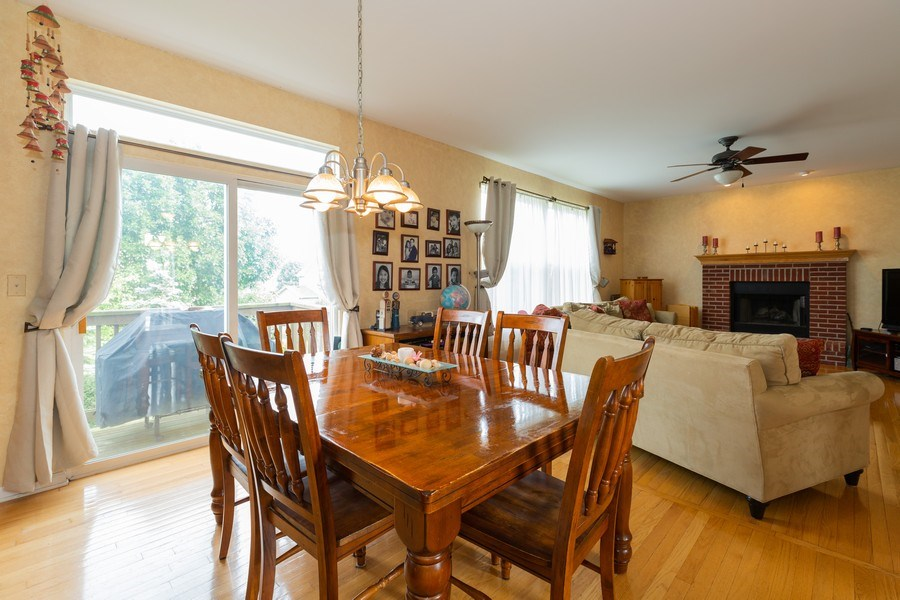Real Estate Photography - 1500 Gander Ct, Crystal Lake, IL, 60014 - Breakfast Area