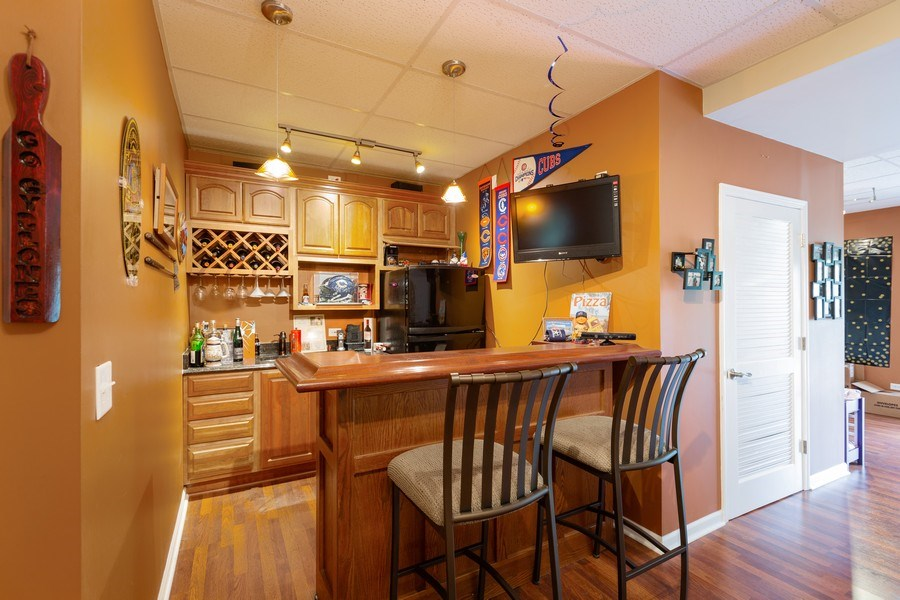Real Estate Photography - 1500 Gander Ct, Crystal Lake, IL, 60014 - Bar