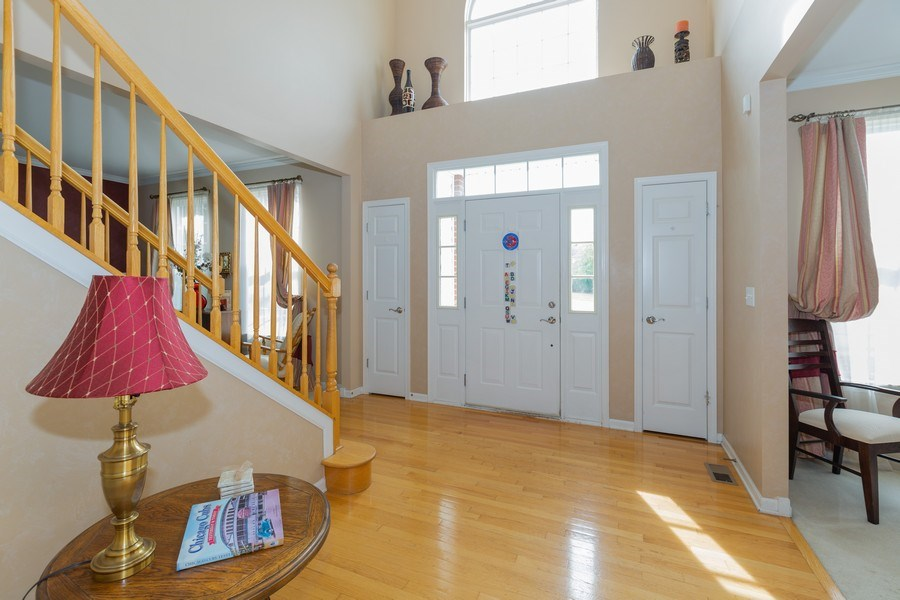 Real Estate Photography - 1500 Gander Ct, Crystal Lake, IL, 60014 - Entryway