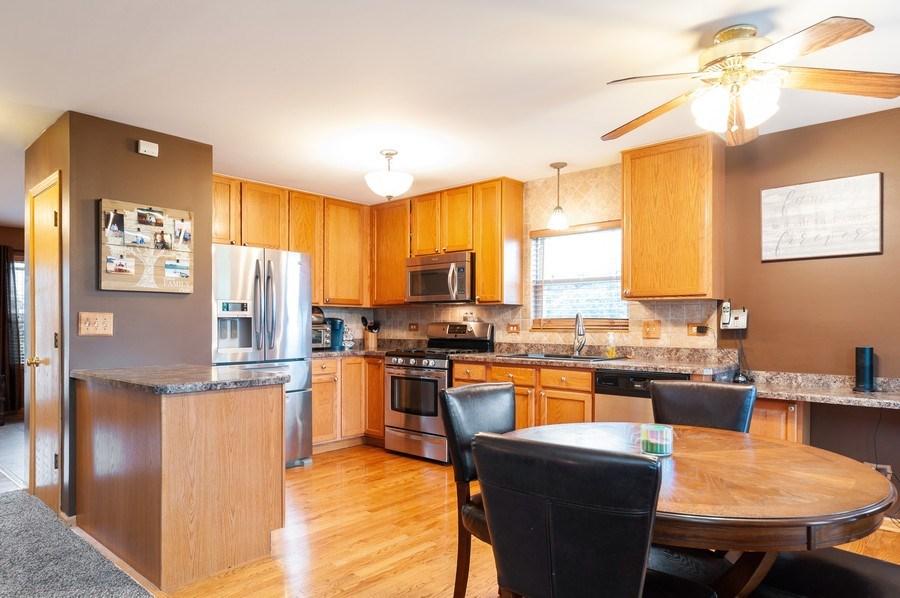 Real Estate Photography - 1224 Sun Lake Court, Lake Villa, IL, 60046 - Kitchen / Breakfast Room