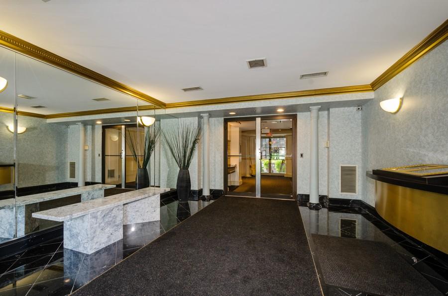 Real Estate Photography - 4757 W Howard, Unit 207, Skokie, IL, 60077 - Lobby