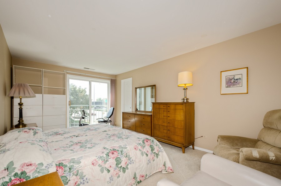 Real Estate Photography - 4757 W Howard, Unit 207, Skokie, IL, 60077 - 2nd Bedroom
