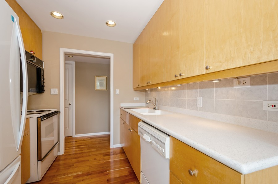 Real Estate Photography - 4757 W Howard, Unit 207, Skokie, IL, 60077 - Kitchen