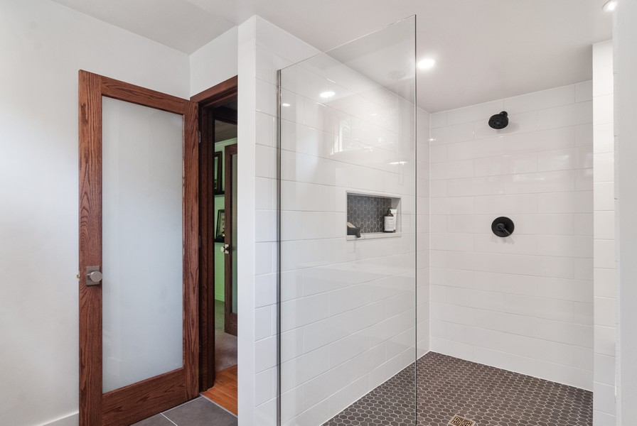 Real Estate Photography - 3 Hathaway Crescent, Sugar Grove, IL, 60554 - 2nd Bathroom