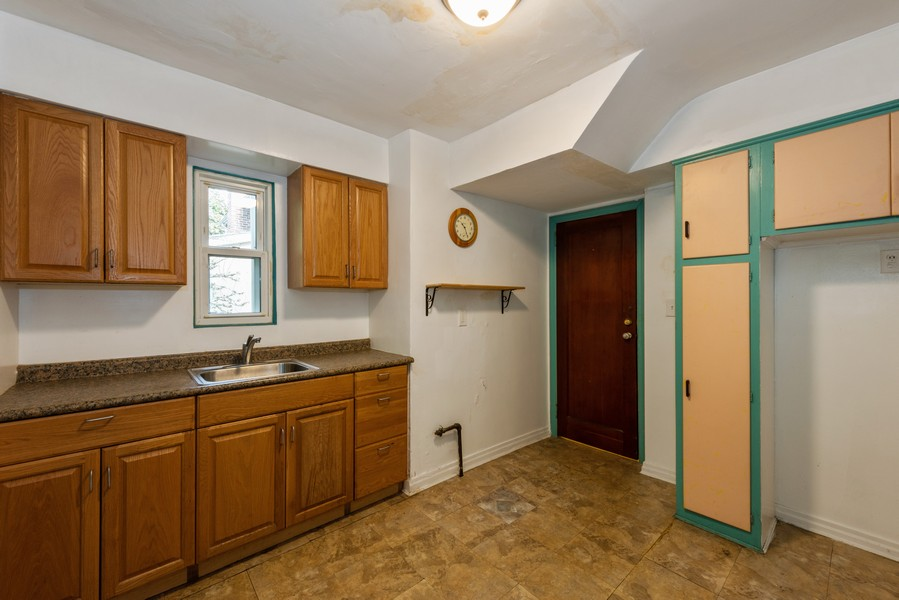 Real Estate Photography - 80-42 208th St, Queens Village, NY, 11427 - Eat-In-Kitchen1