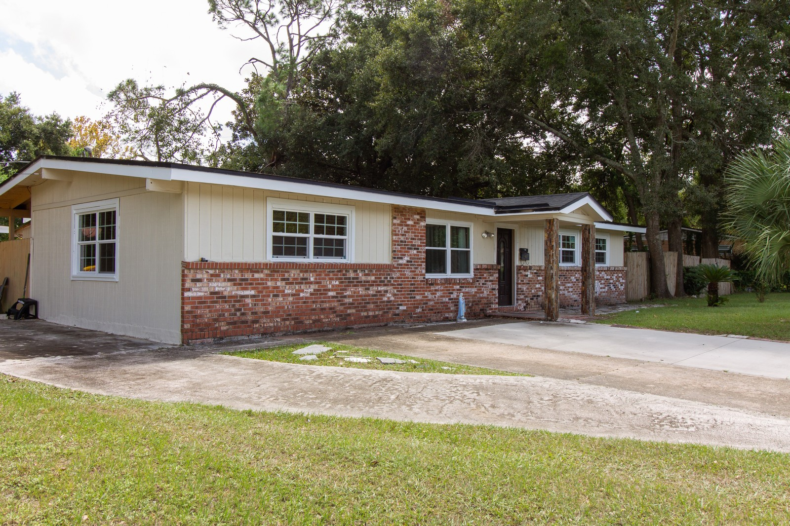 Real Estate Photography - 2519 COTILLION RD, JACKSONVILLE, FL, 32211 - Driveway