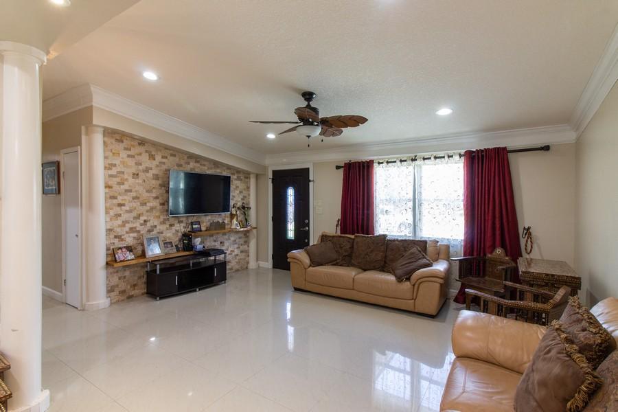 Real Estate Photography - 2519 COTILLION RD, JACKSONVILLE, FL, 32211 - Living Room