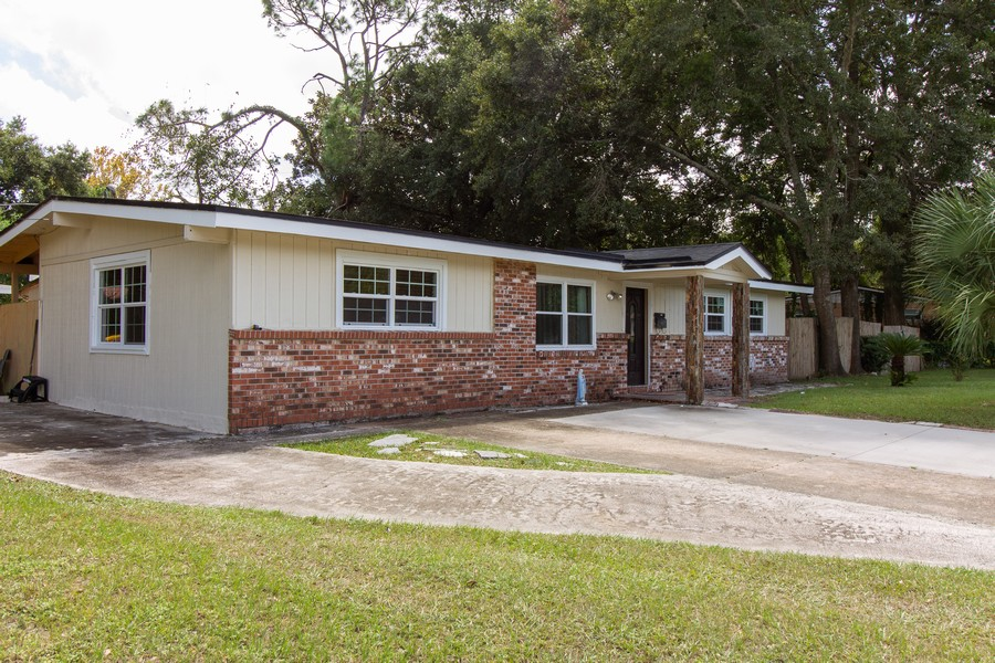 Real Estate Photography - 2519 COTILLION RD, JACKSONVILLE, FL, 32211 - Driveway