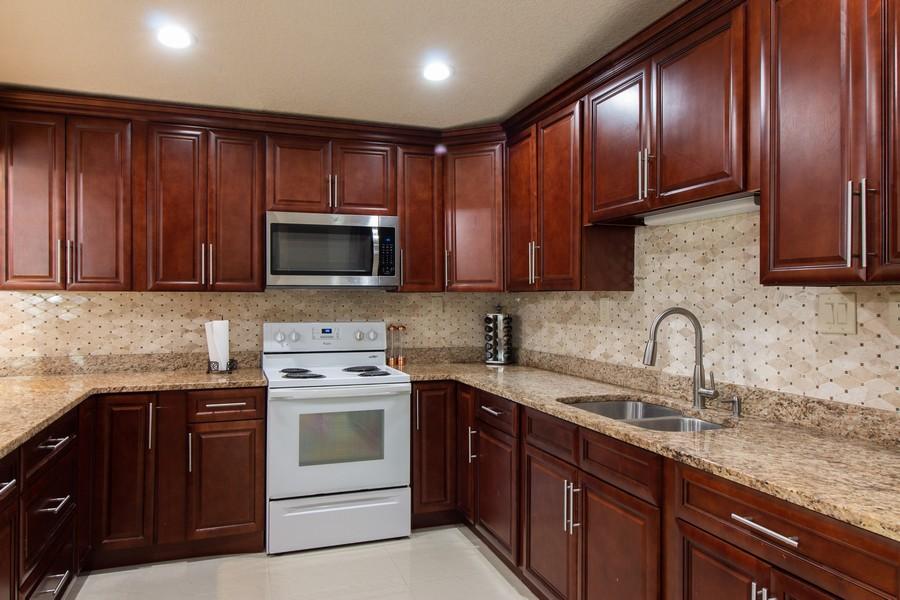 Real Estate Photography - 2519 COTILLION RD, JACKSONVILLE, FL, 32211 - Kitchen