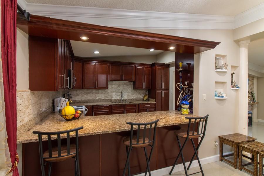 Real Estate Photography - 2519 COTILLION RD, JACKSONVILLE, FL, 32211 - Bar