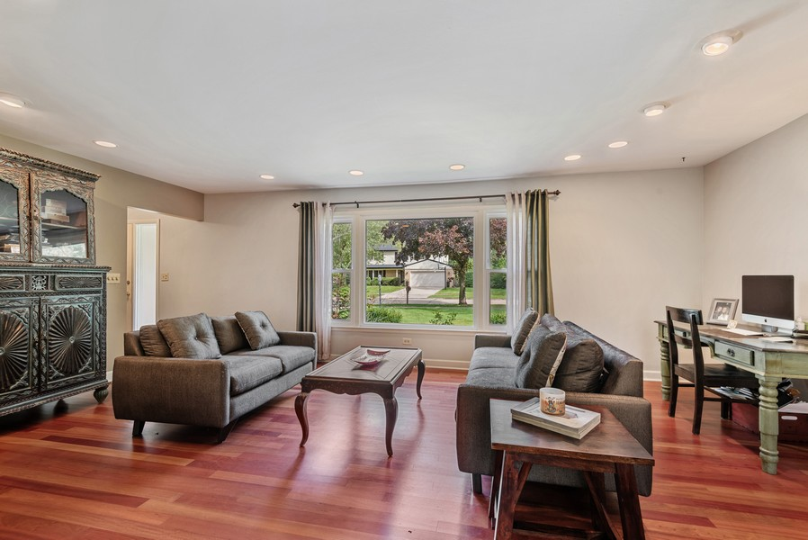 Real Estate Photography - 1560 Chapel Ct, Deerfield, IL, 60015 - Living Room