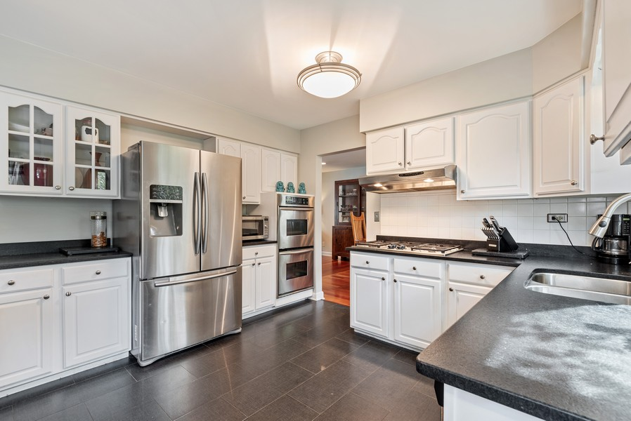 Real Estate Photography - 1560 Chapel Ct, Deerfield, IL, 60015 - Kitchen