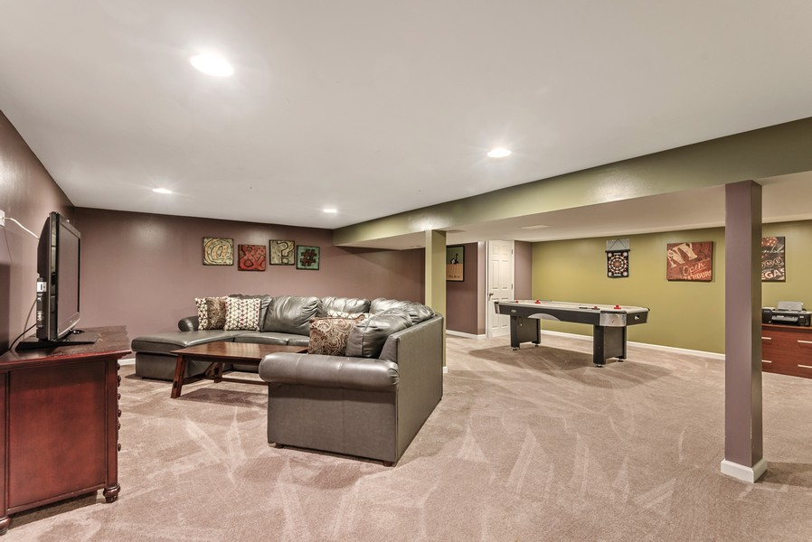 Real Estate Photography - 1560 Chapel Ct, Deerfield, IL, 60015 - Recreational Room