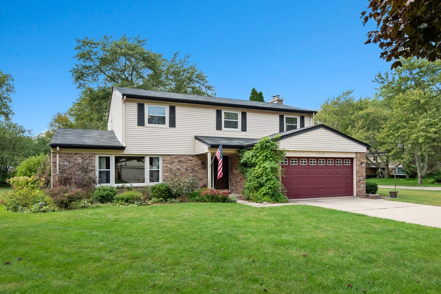 Real Estate Photography - 1560 Chapel Ct, Deerfield, IL, 60015 - Front View