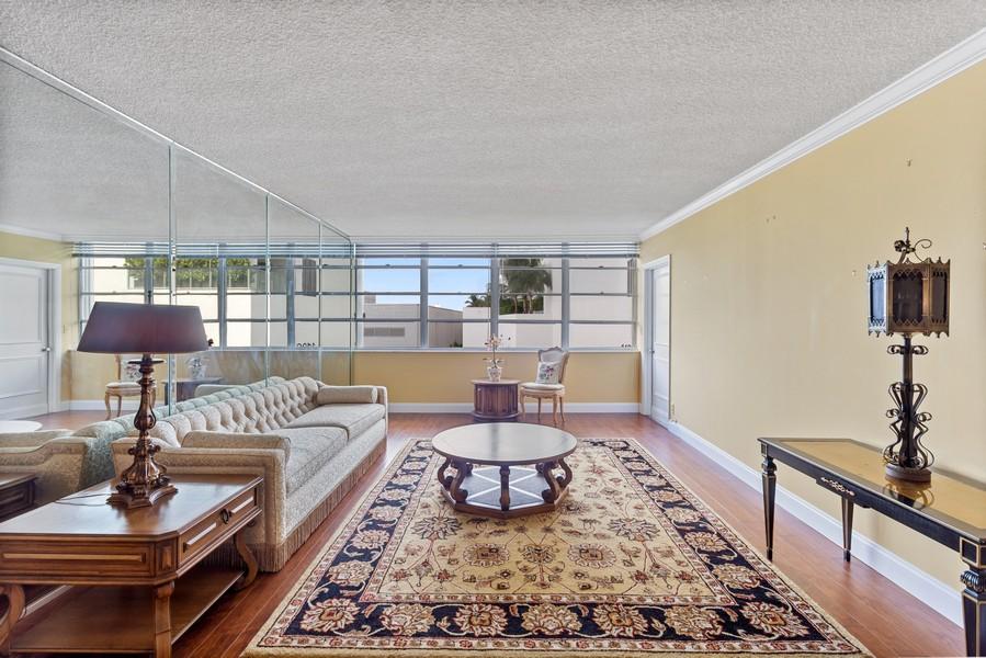 Real Estate Photography - 1170 N FEDERAL HWY, #509, FT LAUDERDALE, FL, 33304 - Living Room