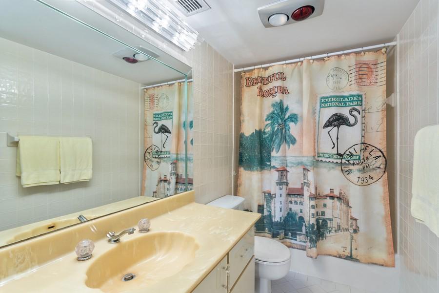Real Estate Photography - 1170 N FEDERAL HWY, #509, FT LAUDERDALE, FL, 33304 - 2nd Bathroom