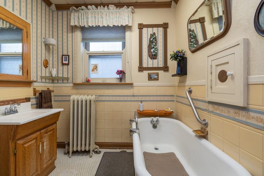 Real Estate Photography - 12631 Greenwood Avenue, Blue Island, IL, 60406 - Bathroom