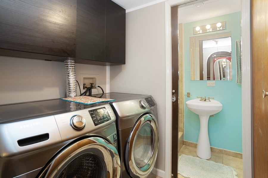 Real Estate Photography - 1379 westminster circle, roselle, IL, 60172 - Laundry Room