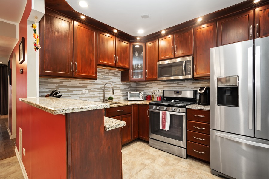 Real Estate Photography - 1379 westminster circle, roselle, IL, 60172 - Kitchen