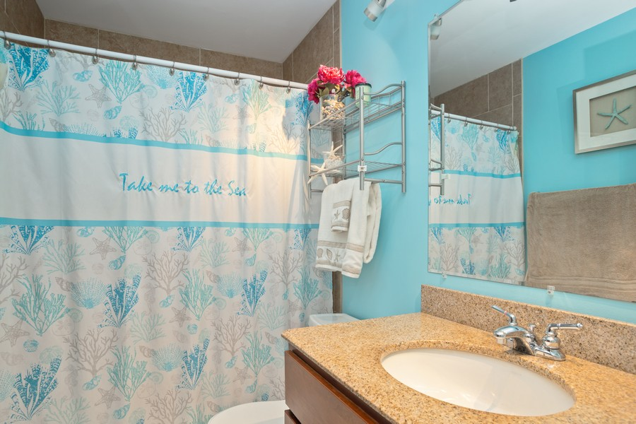 Real Estate Photography - 1379 westminster circle, roselle, IL, 60172 - Bathroom