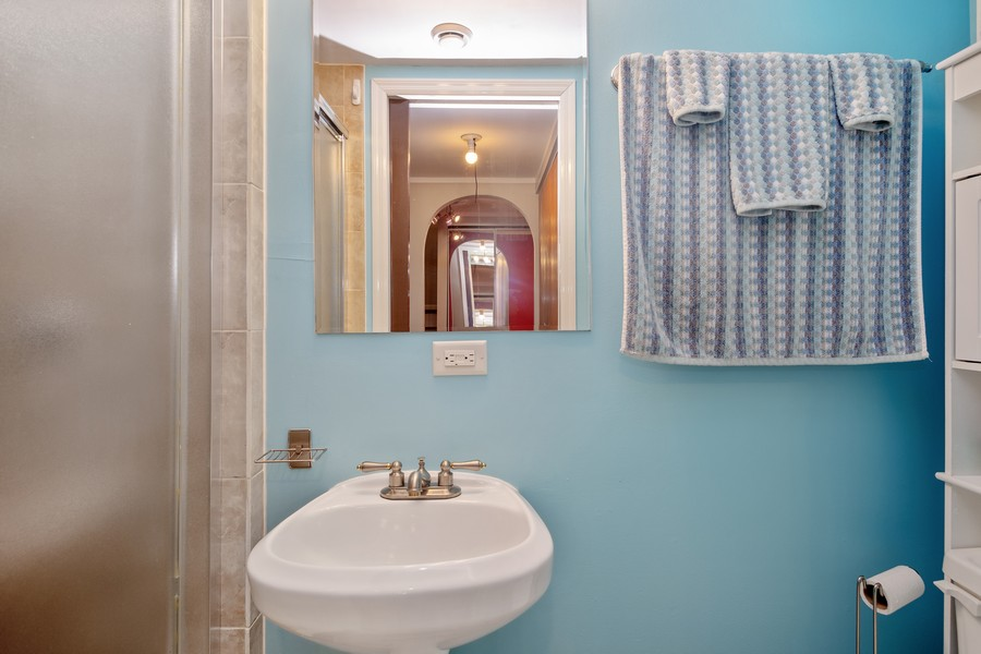 Real Estate Photography - 1379 westminster circle, roselle, IL, 60172 - 2nd Bathroom