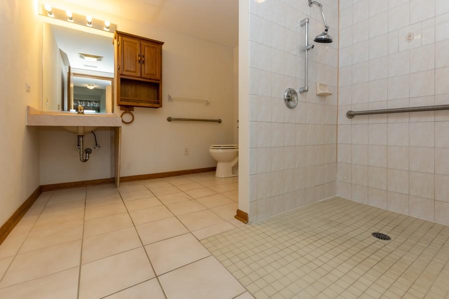Real Estate Photography - 11035 Deblin, Unit 205, Oak Lawn, IL, 60453 - Master Bathroom
