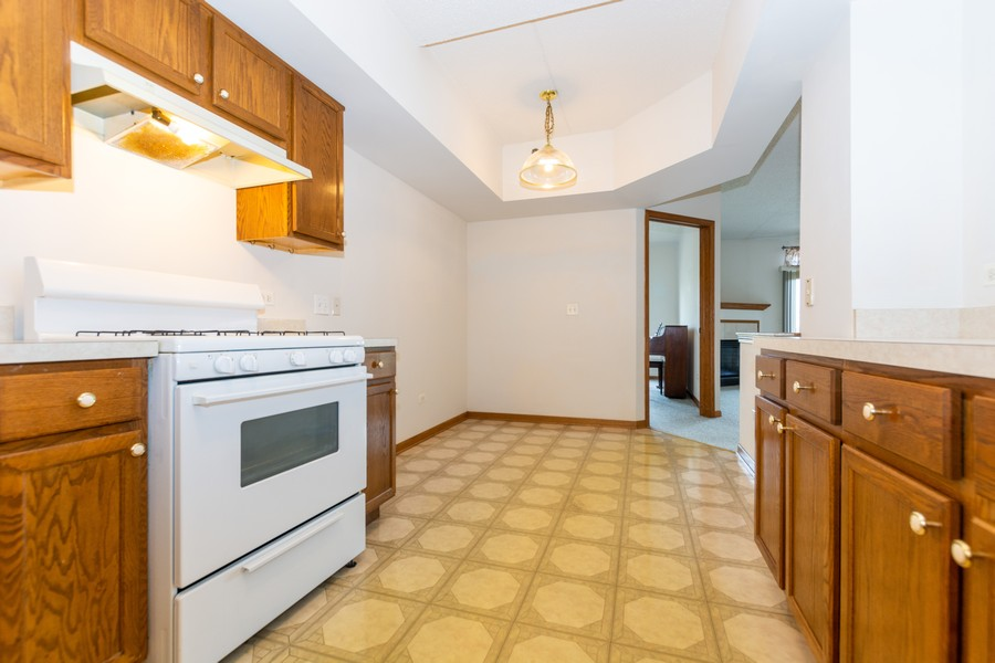 Real Estate Photography - 11035 Deblin, Unit 205, Oak Lawn, IL, 60453 - Kitchen