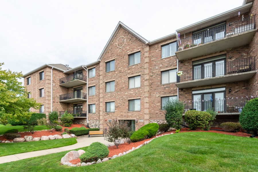 Real Estate Photography - 11035 Deblin, Unit 205, Oak Lawn, IL, 60453 - Front View