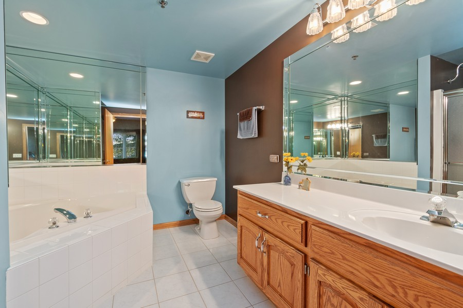 Real Estate Photography - 11545 Settlers Pond Way, Unit 1A, Orland Park, IL, 60467 - Master Bathroom