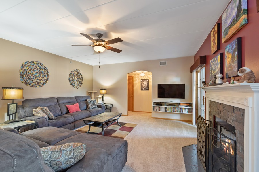 Real Estate Photography - 11545 Settlers Pond Way, Unit 1A, Orland Park, IL, 60467 - Family Room