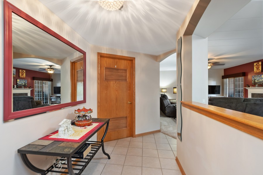 Real Estate Photography - 11545 Settlers Pond Way, Unit 1A, Orland Park, IL, 60467 - Foyer