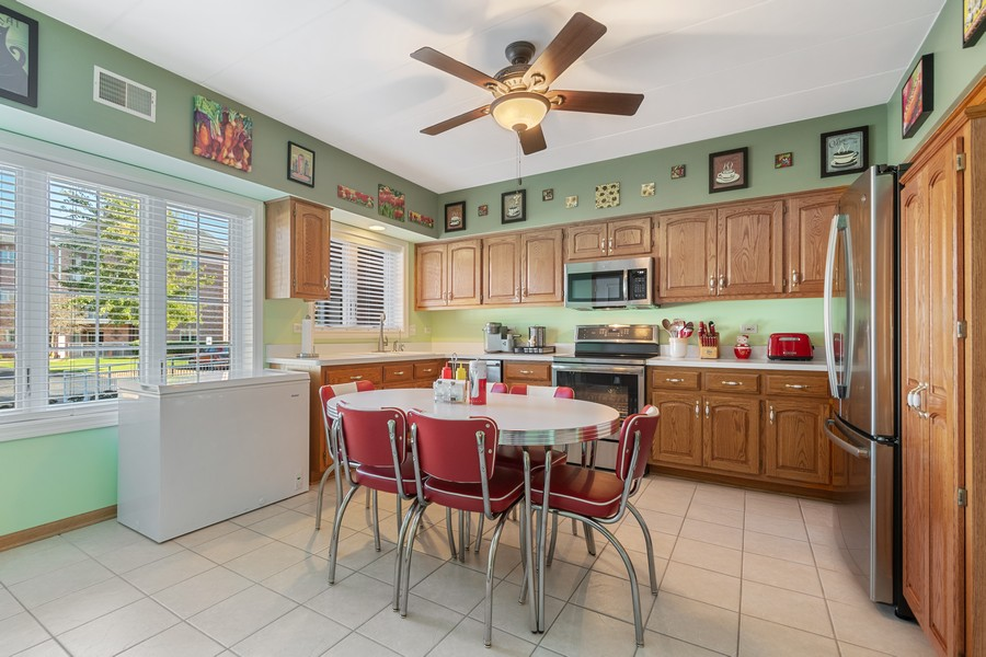 Real Estate Photography - 11545 Settlers Pond Way, Unit 1A, Orland Park, IL, 60467 - Kitchen