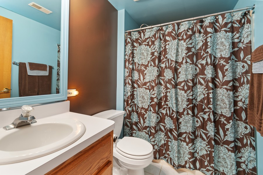 Real Estate Photography - 11545 Settlers Pond Way, Unit 1A, Orland Park, IL, 60467 - Bathroom