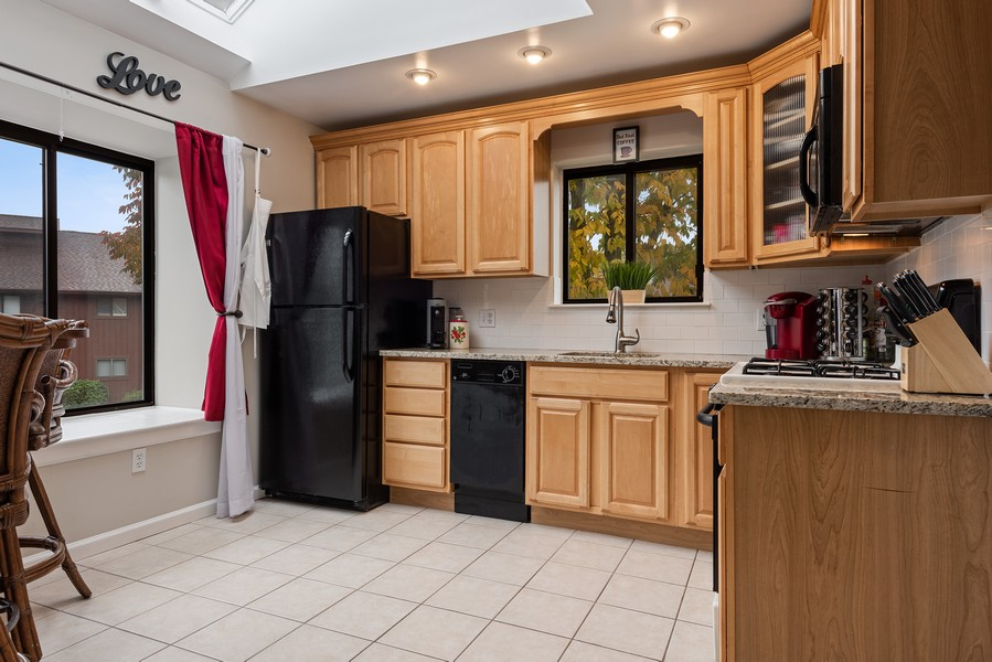 Real Estate Photography - 722 Panorama Drive, Mohegan Lake, NY, 10547 - UPDATE EAT IN KITCHEN BRIGHT AND AIRY