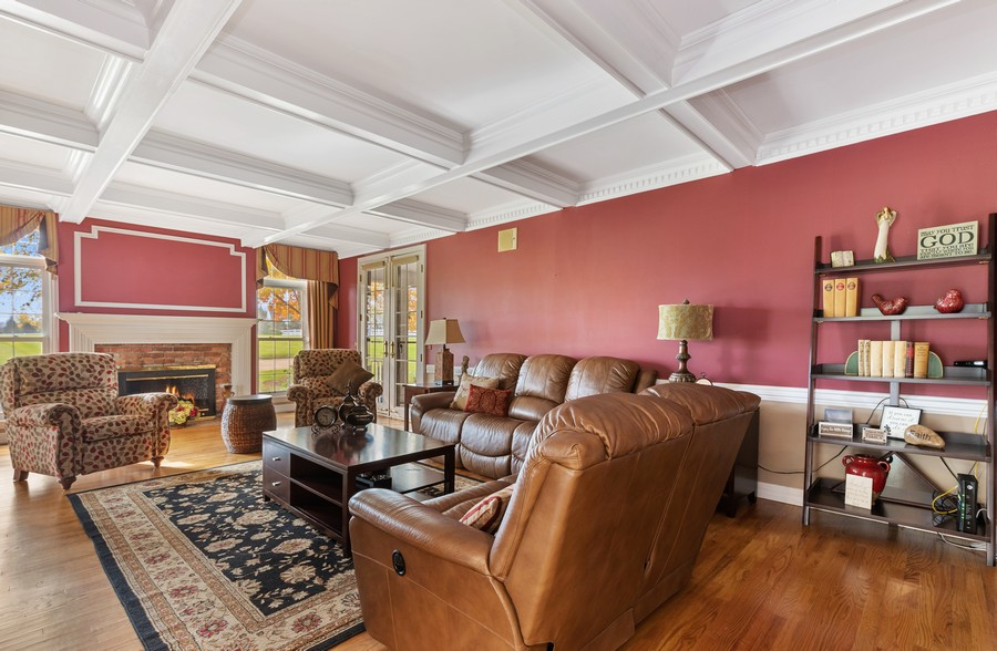 Real Estate Photography - 17199 Yearing Lane, Wadsworth, IL, 60083 - Family Room