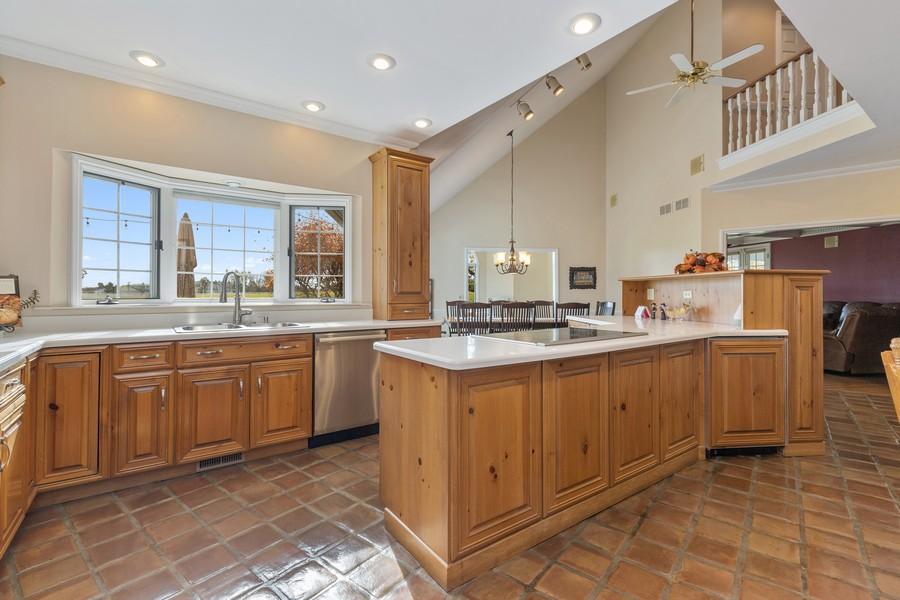 Real Estate Photography - 17199 Yearing Lane, Wadsworth, IL, 60083 - Kitchen