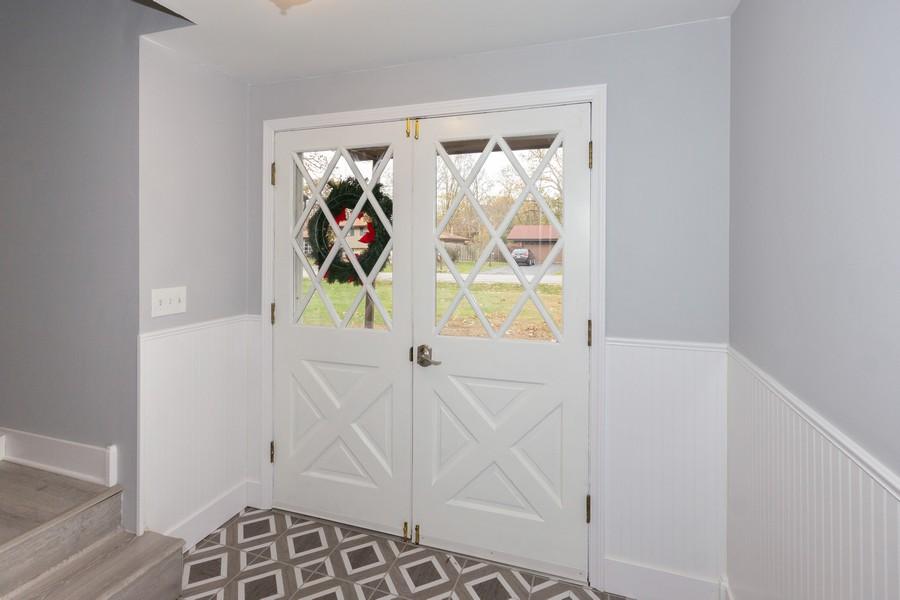 Real Estate Photography - 409 Shady Ln, Shorewood, IL, 60404 - Foyer