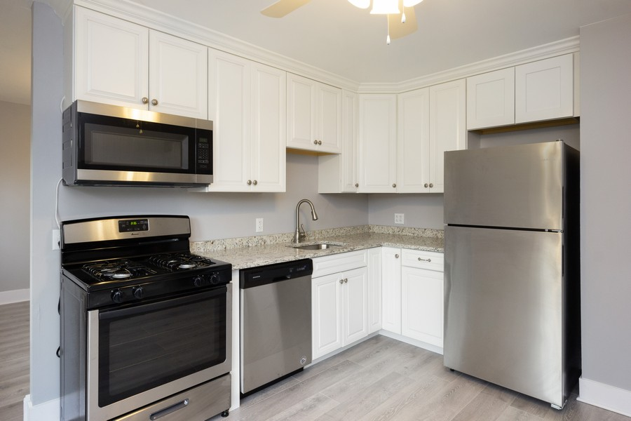 Real Estate Photography - 409 Shady Ln, Shorewood, IL, 60404 - Kitchen