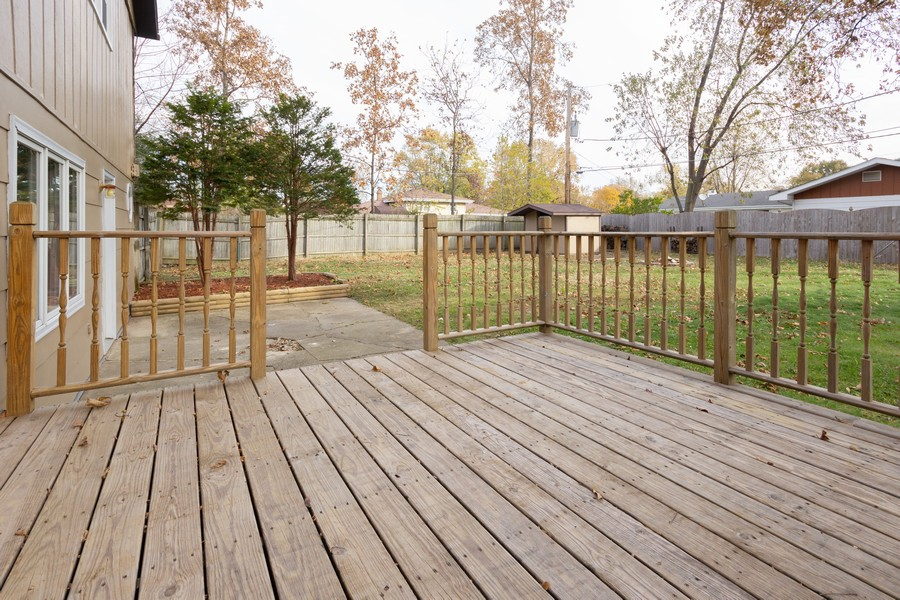 Real Estate Photography - 409 Shady Ln, Shorewood, IL, 60404 - Deck