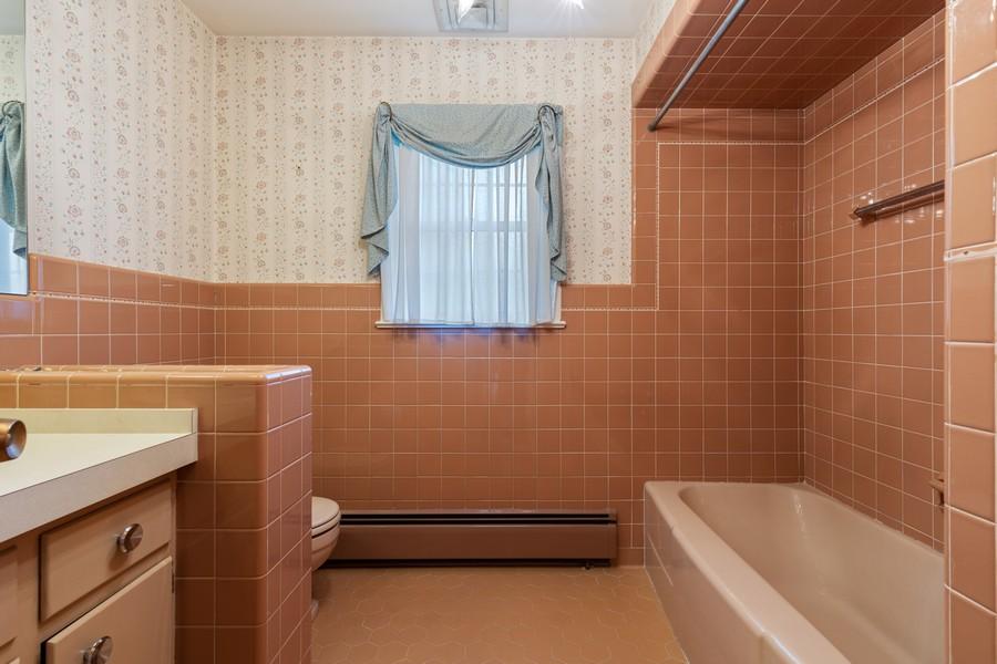 Real Estate Photography - 6 Mandon Terrace, Hawthorne, NJ, 07506 - Hall Bath/Shower/Tub