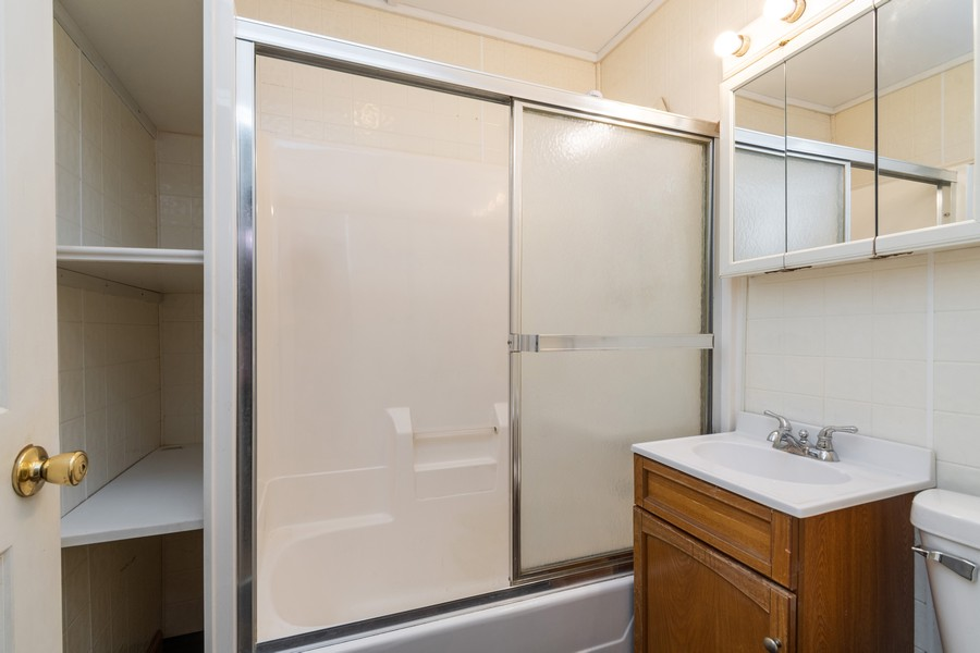Real Estate Photography - 116 Southwest Circle Dr, Joliet, IL, 60433 - Bathroom