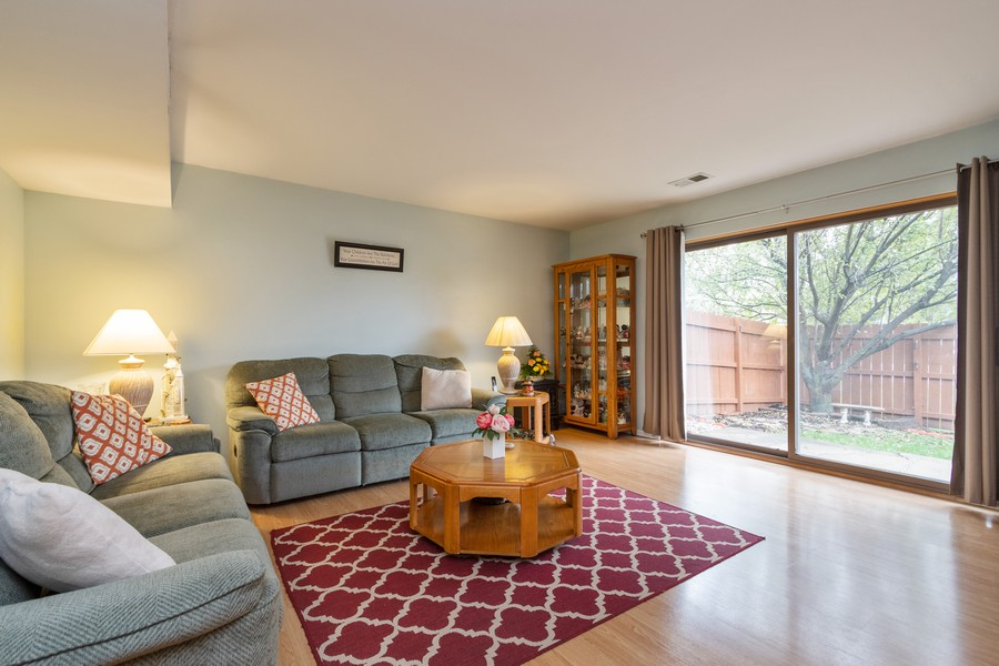 Real Estate Photography - 1918 Heatherway Ln, Unit 31, New Lenox, IL, 60451 - Living Room