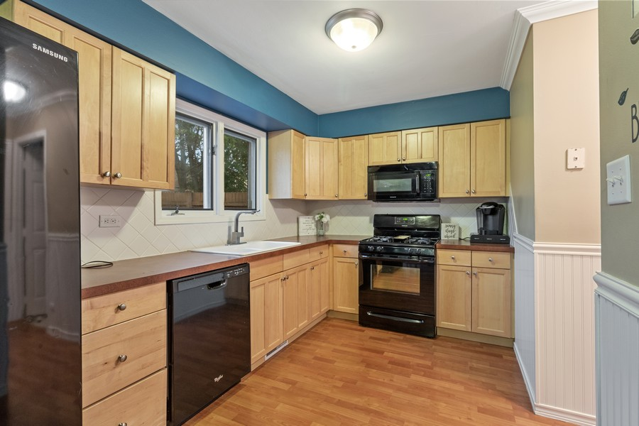 Real Estate Photography - 8148 W 111th St, A1, Palos Hills, IL, 60465 - Kitchen
