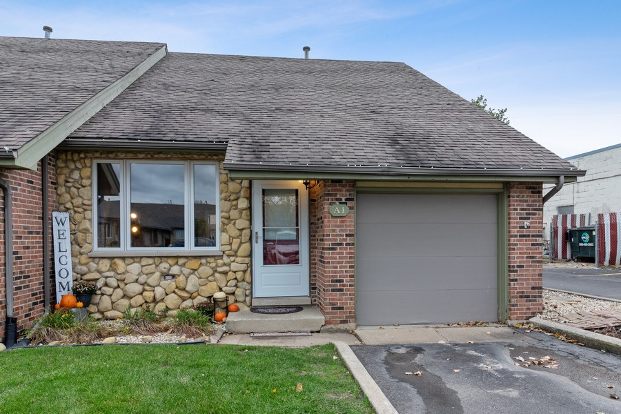 Real Estate Photography - 8148 W 111th St, A1, Palos Hills, IL, 60465 - Front View