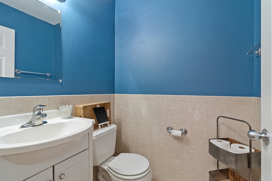 Real Estate Photography - 8148 W 111th St, A1, Palos Hills, IL, 60465 - Bathroom