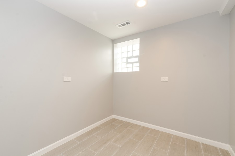 Real Estate Photography - 8223 S Chappel Ave, Chicago, IL, 60617 - Room