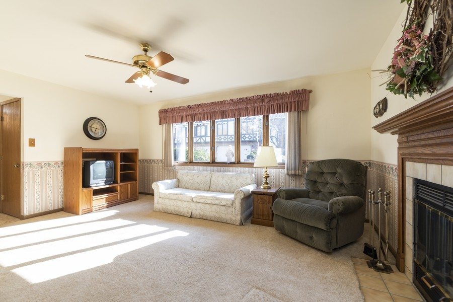 Real Estate Photography - 17595 Windsor Parkway, Tinley Park, IL, 60487 - Family Room