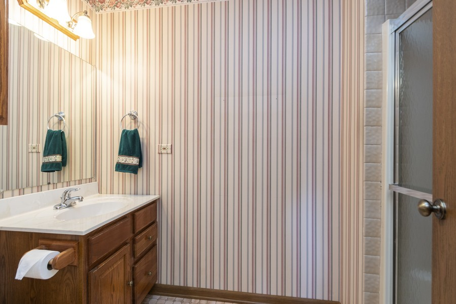 Real Estate Photography - 17595 Windsor Parkway, Tinley Park, IL, 60487 - 2nd Bathroom